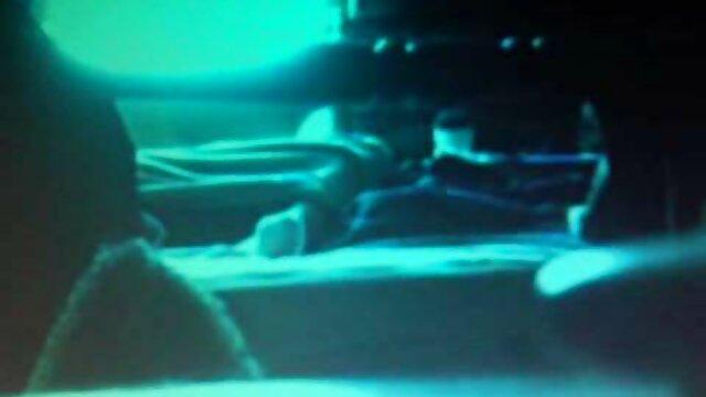 スキニーひよこジャンプに陰茎 エロ 動画 女性 おもちゃ